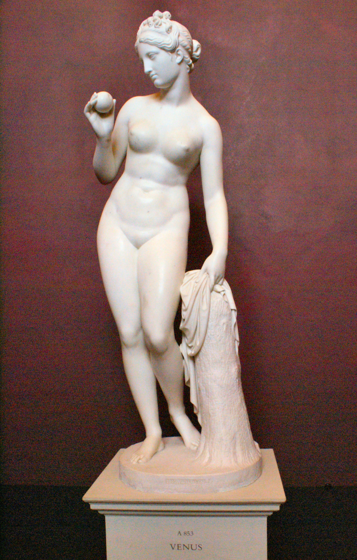 Bertel (Albert) Thorvaldsen. Венера с яблоком