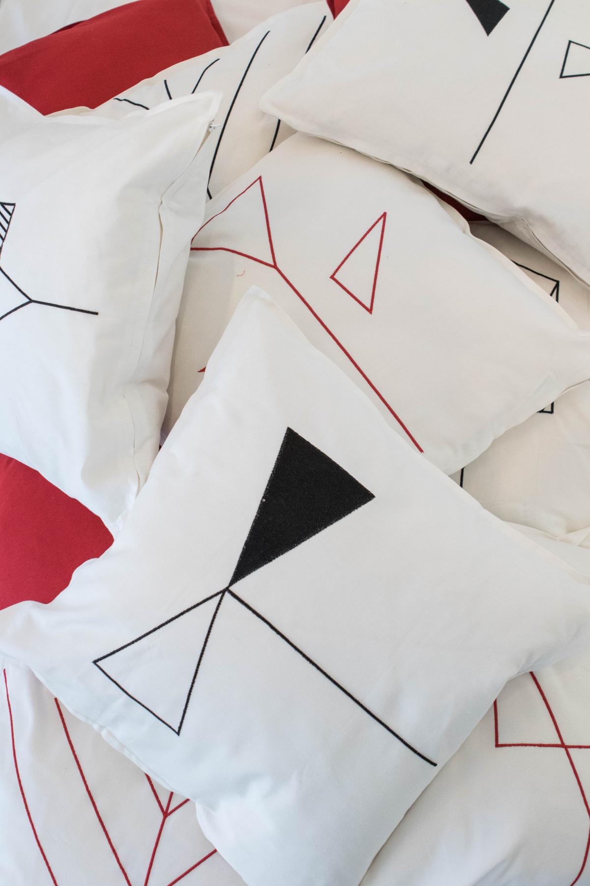 Product Design students. SARDISKA - Cuscini GURLI e  Tende MERETE / Ikea