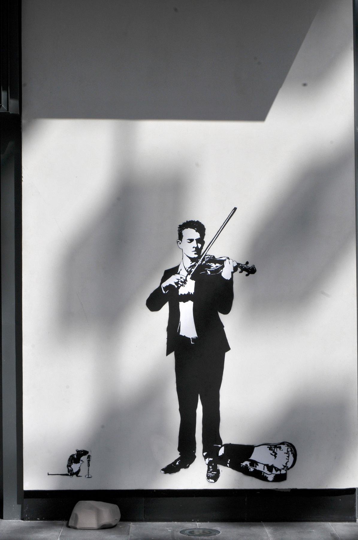 Black Le Rat. Violinist