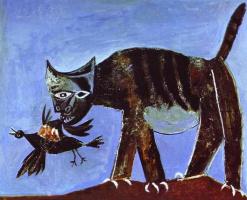 Кошка, поймавшая птицу