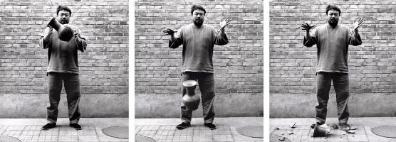 Ай Вэйвэй. Роняя вазу династии Хань