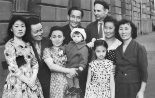 Надежда Николаевна Рушева. Н.Рушев с семьей у посольства Тувы в Москве. И гости из Тувы