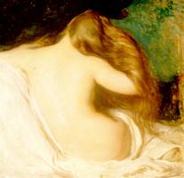 Женщина сушит волосы