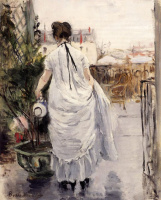 Берта Моризо. Молодая женщина, поливающая куст