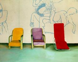 Дэвид Хокни. Три кресла возле фрески Пикассо