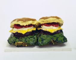 Клас Олденбург. Два чизбургера