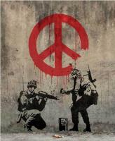 "Бэнкси. Солдаты, рисующие знак ""Peace"""