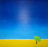 Одинокое дерево под чистым, высоким небом