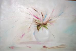 Vase with petals