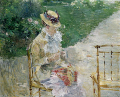 Женщина шьёт в саду