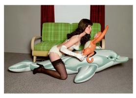 Джефф Кунс. Без названия (Девушка с дельфином и обезьянкой)