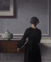 Вильгельм Хаммерсхёй. Интерьер с молодой женщиной, стоящей спиной
