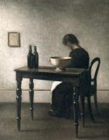 Вильгельм Хаммерсхёй. Интерьер с женщиной, сидящей за столом, и керамической чашей