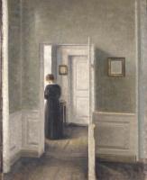Вильгельм Хаммерсхёй. Интерьер с женщиной за открытой дверью