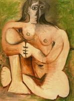 Пабло Пикассо. Женщина, сидящая на корточках на зеленом фоне