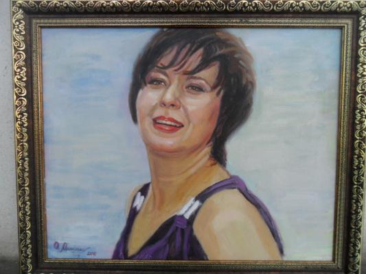 Ольга Владимировна Михайленко. Женский портрет на голубом фоне