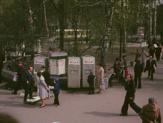 Historical photos. Information stand at the Gorkovskaya metro station in Leningrad
