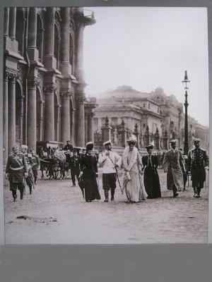 "Alexey Grishankov (Alegri). ""Emperor Nicholas II with those in St. Petersburg close"""