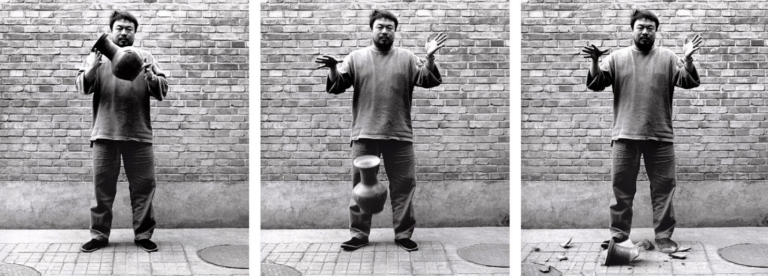 Aye Weiwei. Dropping the vase of the Han dynasty