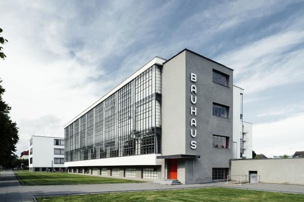 Walter Gropius. Bauhaus building