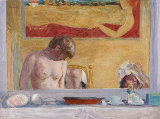 Молодая женщина в ванной
