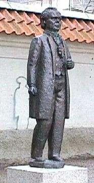 Брор Хъерт. Статуя