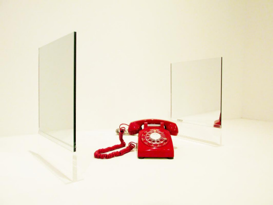 Jeff Koons. Two-sided mirrors and a red telephone