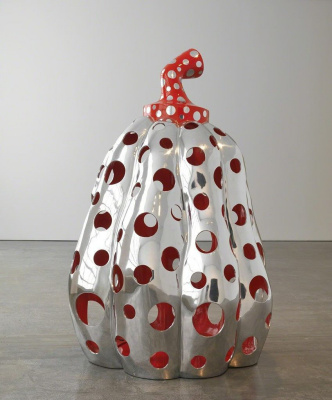 Yayoi Kusama. Reach up to the universe, dotted pumpkin