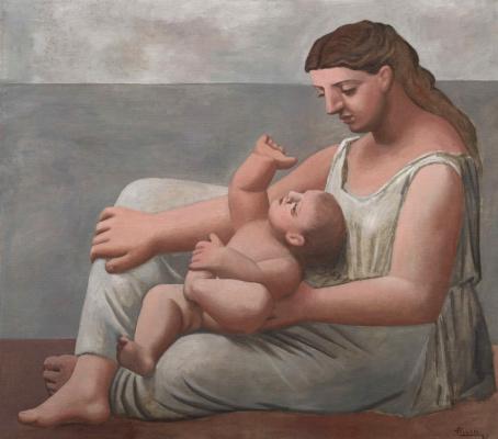 Мать и дитя на берегу моря