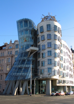 Frank Owen Gehry. Dancing House (Ginger and Fred)