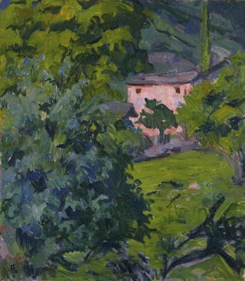 Красный дом в зеленом пейзаже
