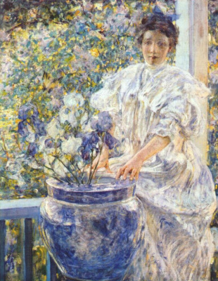 Рейд. Женщина на крыльце с цветами