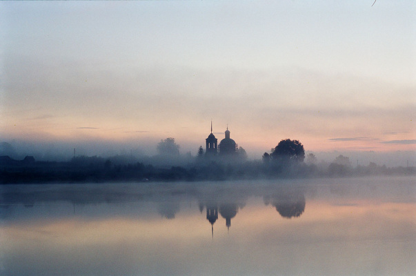 Vladimir Nikolaevich Bezgreshnov. Dawn lake