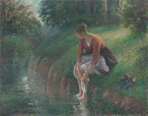 Женщина, омывающая ноги в ручье