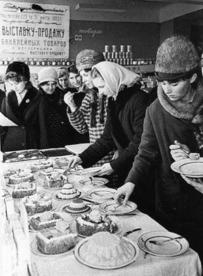 Historical photos. Exhibition and sale of groceries in Khabarovsk