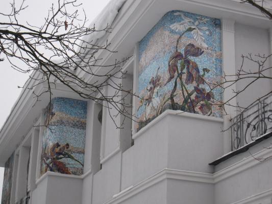 Александр Сергеевич Кривонос. Irises. The facade of a country house.