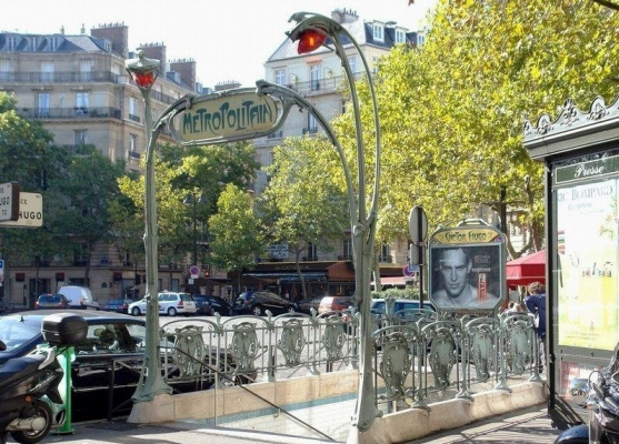 Hector Guimard. Entrance to the Victor Hugo metro, Paris