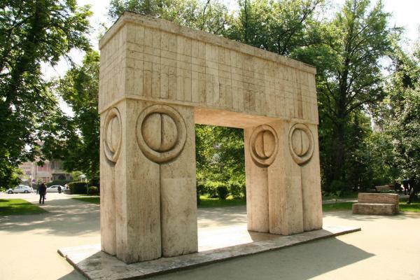 Constantine Brancusi. Kissing gates.