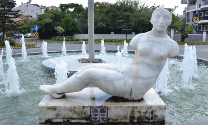 Igor Aleksandrovich Kozlov. Reclining Nude (fountain sculpture)