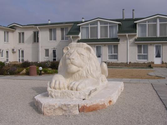 Скульптор Из   Евпатории. Лев