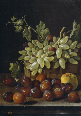 Луис Мелендес. Натюрморт со сливами, виноградом и яблоком в корзине