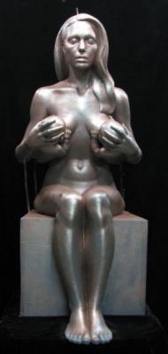 Дэниел Эдвардс. Анджелина Джоли, кормящая грудью двух своих близнецов. Керамика