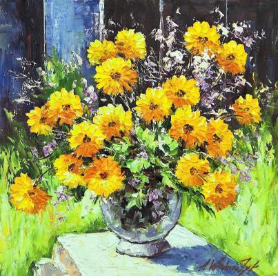 Andrzej Vlodarczyk. Yellow marigold in the garden