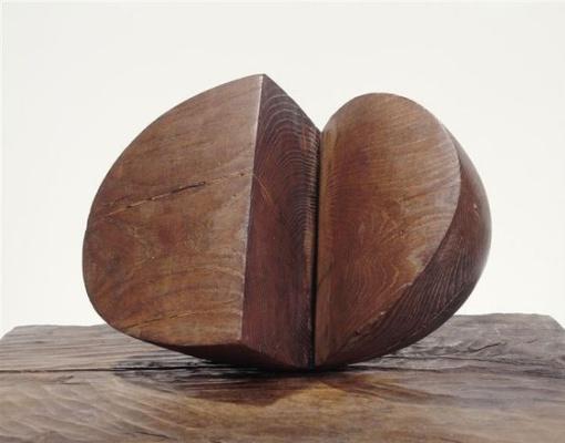Constantine Brancusi. Wooden shape.