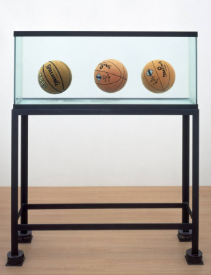 Jeff Koons. Three goals in perfect balance
