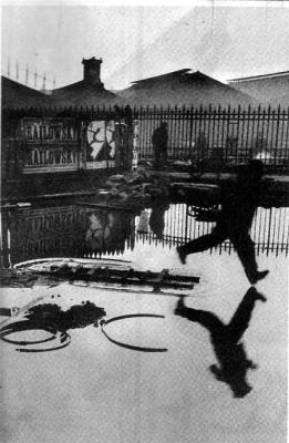 Анри Картье-Брессон. Отражение в лужах