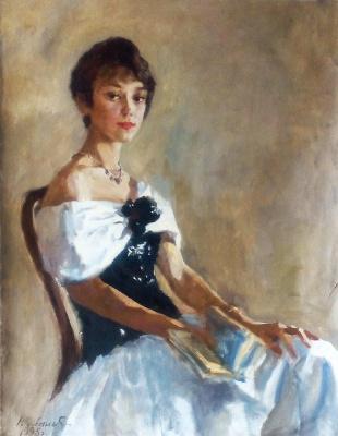 Портрет девушки в бальном платье