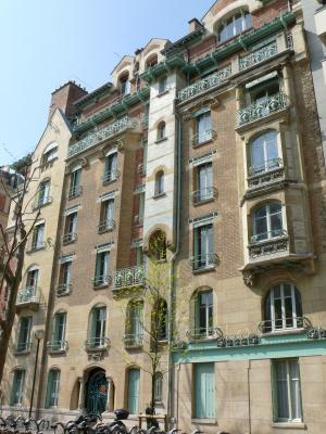 Hector Guimard. Castell Birrange building, Paris