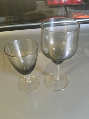 Glasses, smooth glass, cerium tinting. Crystal goose. Glasses, smooth glass, cerium tinting. Goose crystal.