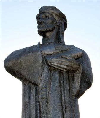 Давид Владимирович Хеидзе. Памятник Алишеру Навои (ракурс 1)